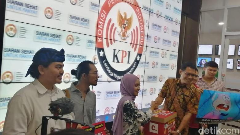 Foto: Penggagas petisi #KPIJanganUrusiNetflix, Dara Nasution, mendatangi KPI (Zakia Liland Fajriani/detikcom)