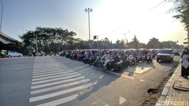 Hari Ketiga Uji Coba, Pengendara Masih Langgar Ganjil-Genap di Jl Pramuka