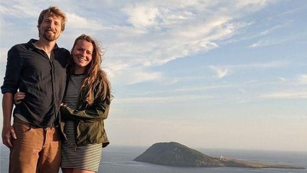 Kisah Pasangan Bertemu di Pulau Terpencil, Menikah & Hidup di Sana
