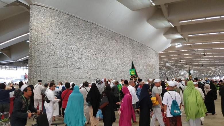 Jemaah Haji Nafar Tsani Tuntaskan Melontar Jamrah