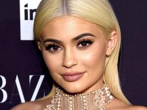 Kylie Jenner Donasi Rp 16,3 Miliar untuk Bantu Tenaga Medis Beli APD