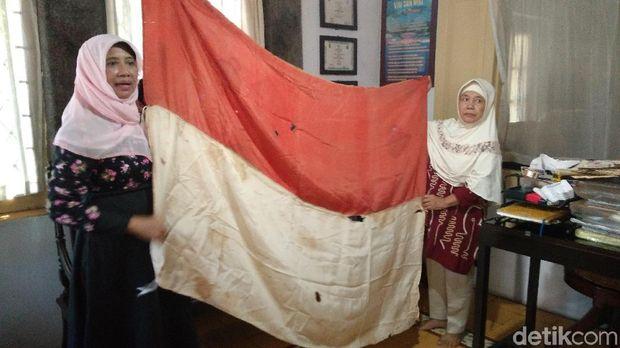 Olly Sastra, Pengibar Bendera Merah-Putih Pertama di Cirebon