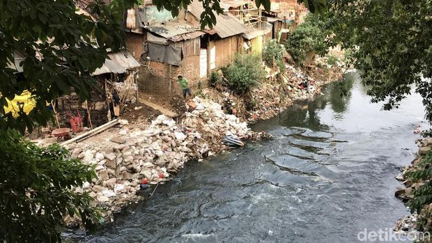 Warga di Bantaran Perlebar Lahan ke Kali Ciliwung, Penduduk Sekitar Resah