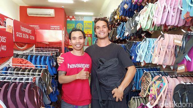 Ramai Pasangan Bule Disebut Nyolong Sandal di Bali, Ini Cerita di Baliknya