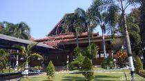 Diduga Termakan Usia, Atap Pendopo Paramsaya Bantul Runtuh