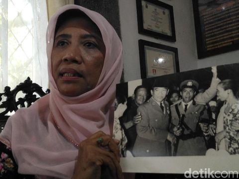 Olly Pengibar Bendera Pertama di Cirebon Berjuang Berantas Buta Huruf