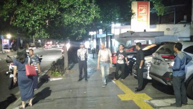 Dishub DKI Rutin Tertibkan Mobil Parkir di Trotoar Depan Kantor PSI