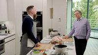 Pertama dalam Hidup, Akhirnya Bill Gates Masak Ayam Panggang Sendiri!