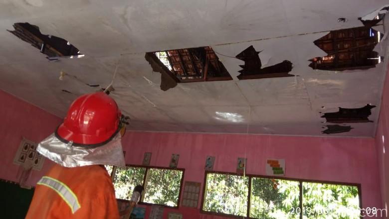 Gara-gara Bakar Sampah, Dua Ruang Kelas SD di Mojokerto Dilalap Api