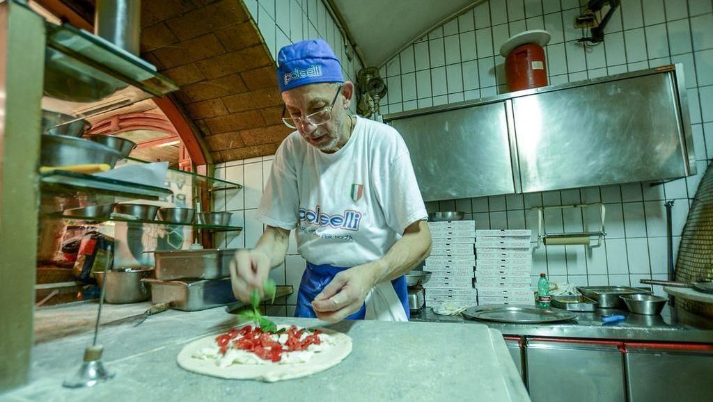 Mencicipi Pizza Klasik di Gerai Pizza Pertama Dunia yang Ada Sejak 1738