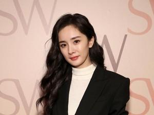 Kontroversi Kaus Versace Berujung Boikot dari Aktris China