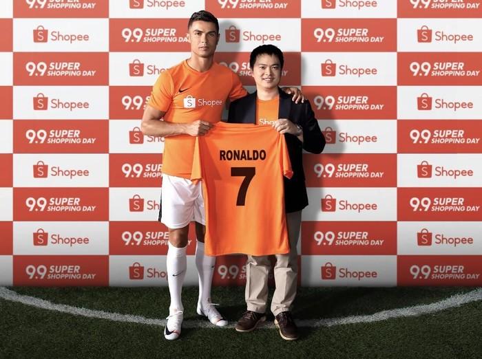 Cristiano Ronaldo Pamer Jersey Nomor 7 di Shopee. (Foto: dok. Shopee)