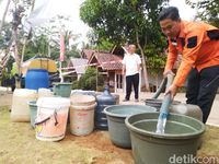 Kekurangan Air Bersih, 6 Ribu KK di Ciamis Gunakan Air Sungai