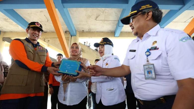 BNPB dan BMKG Serahkan Alat Deteksi Dini Gempa ke Bupati Pandeglang