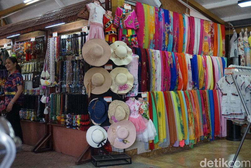 Berbagai pernak pernik khas Bali seperti suvenir pun ada di sini (Shinta/detikcom)