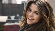 Bentuk Sayang, Selena Gomez dan Julia Michaels Bikin Tato Kembar
