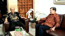 Momen Wapres JK Jenguk Buya Syafii di Yogyakarta