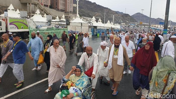 Pegal-pegal paling banyak dikeluhkan jemaah haji (Foto: Ardhi Suryadhi/detikHealth)