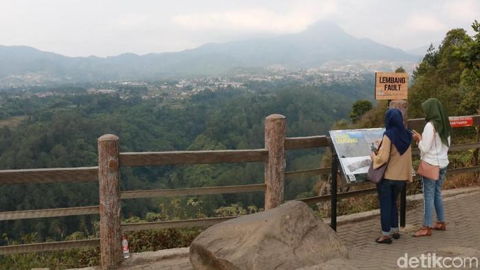 Pemandangan dari Tebing Keraton di Desa Ciburial. (Foto: Baban Gandapurnama/detikINET)