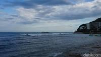 Meski pantainya tidak memiliki air yang terlalu jernih dan pasir putih bersih, nyatanya Da Dong Hai masih jadi primadona wisatawan (Shinta/detikcom)