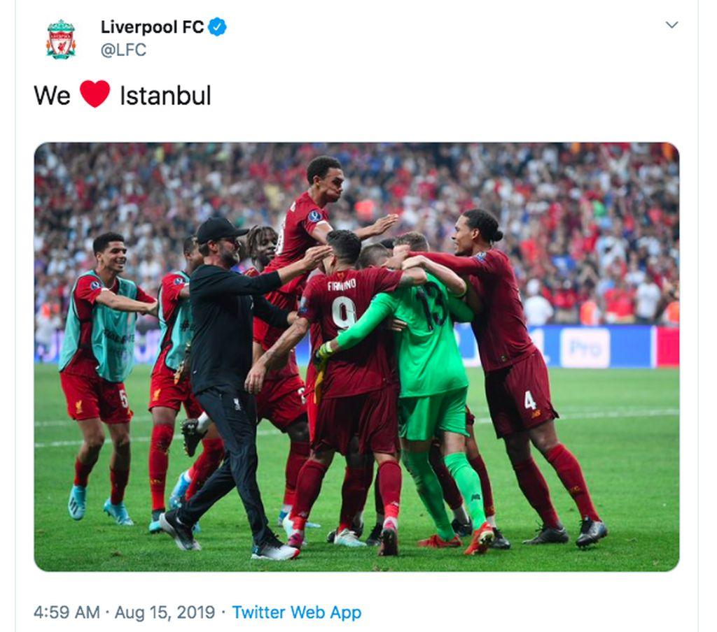 Kami cinta Istanbul, begitu tulis akun resmi Liverpool di Twitter usai menang adu penalti lawan Chelsea dan menggondal piala Super Eropa. Foto: istimewa