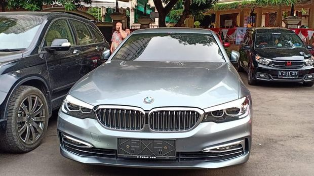Mobil BMW milik korban yang dibawa kabur para pelaku.
