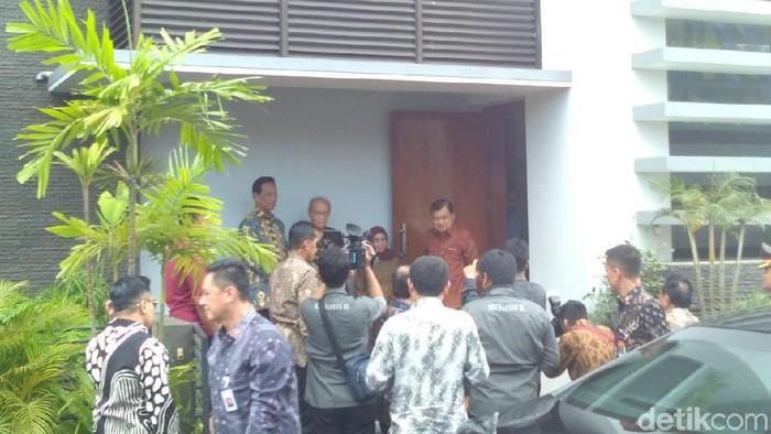 Wapres JK kunjungi kediaman Buya Syafii Maarif -- Foto: Usman Hadi/detikcom
