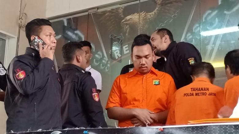 Pelaku Begal Payudara Manfaatkan Kesempatan dalam Kesempitan di KRL