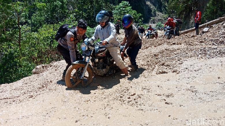Bupati Pastikan Akses 3 Kecamatan Terisolir di Sigi Bisa Dilewati Malam Ini
