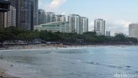 Nah, waktu terbaik saat berkunjung ke Da Dong Hai adalah siang menjelang sore hari. Meski ramai, pantai tidak terlalu penuh namun cenderung masih nyaman dikunjungi (Shinta/detikcom)