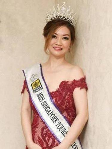 Laura Lee, nenek lima cucu juara kontes kecantikan.