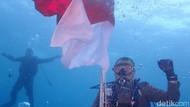 HUT RI Ke-74, Kapolda Papua Pimpin Upacara Bendera di Bawah Laut