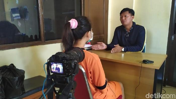 Perempuan berinisial VA, tersangka kasus video seks gangbang di Garut (Hakim Ghani/detikcom)