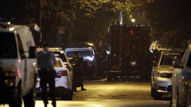 Polisi berjaga di lokasi penembakan di Philadelphia