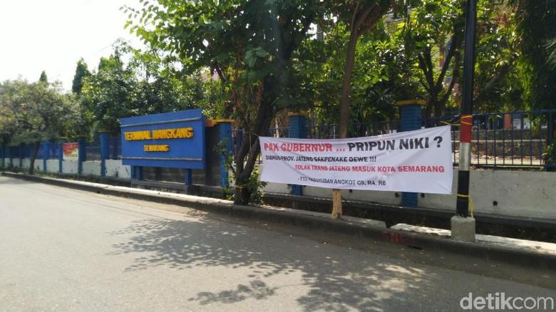 Paguyuban Angkot Tolak Bus Trans Jateng Kendal-Semarang
