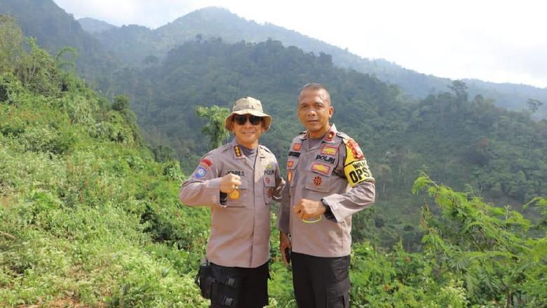 Polda Lampung Sambut HUT RI Ke-74 dengan Mendaki Gunung Rajabasa