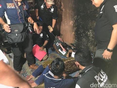 Jumharyono membakar kasur di dalam rumah usai membunuh istrinya