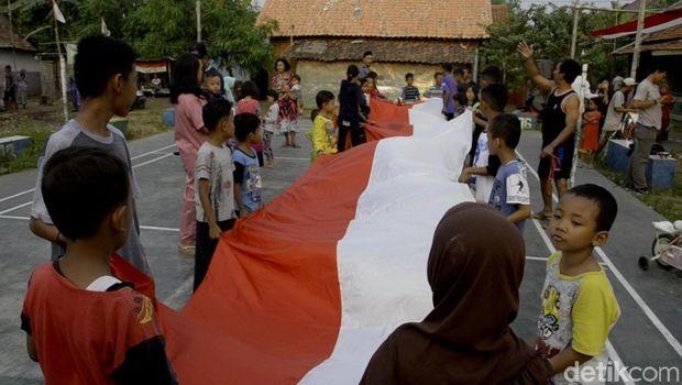 1.000 Meter Bendera Merah Putih  Membentangkan di Pekalongan