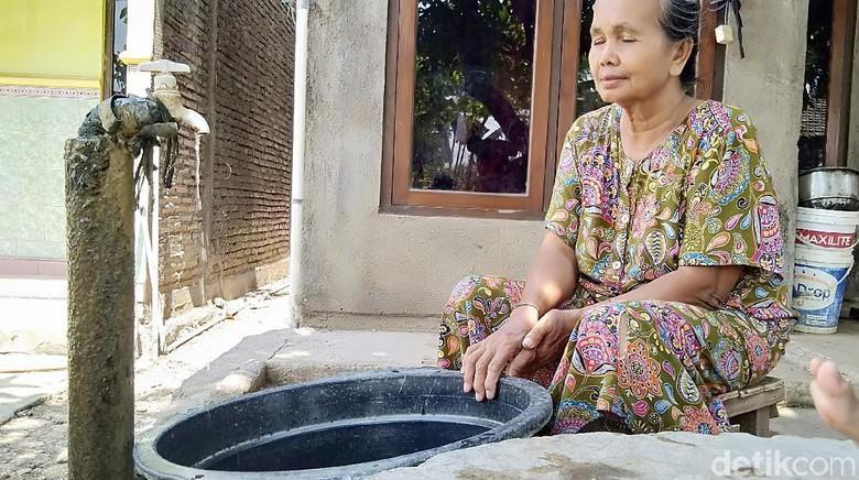 Sumur Mengering, Warga di Demak Beli Air Bersih Asal Jepara