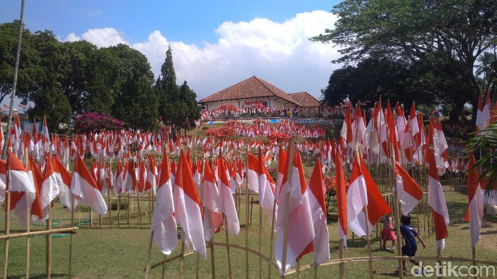 Ribuan Bendera Merah-Putih Berkibar di Gedung Perundingan Linggarjati