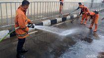 Soal Bau Pesing di Trotoar Dekat MRT Lebak Bulus, Anies: Biar Dibersihin