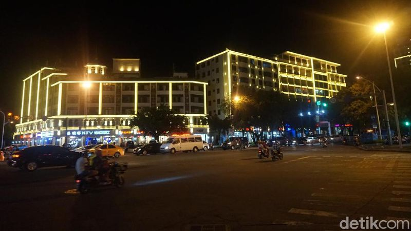 Sanya merupakan jantung pariwisata dari Pulau Hainan di China. Selain perkotaan dan berbagai atraksi untuk wisata, ada juga pantai yang seru (Shinta/detikcom)