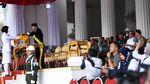 Diapit Panglima TNI-Kapolri, Jokowi Tinjau Gladi Upacara HUT RI