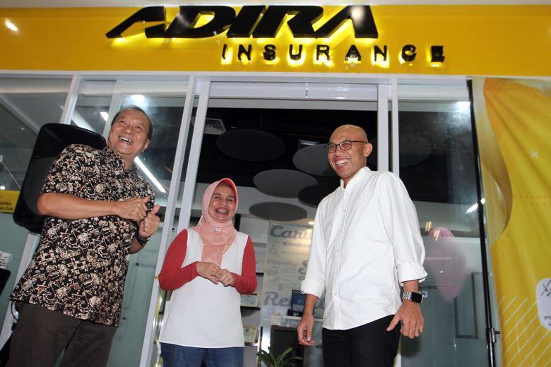 Kantor itu sengaja berada di pusat perbelanjaan dengan tujuan memberikan pelayanan yang menjangkau bagi seluruh pelanggannya. Foto: dok.Adira Insurance