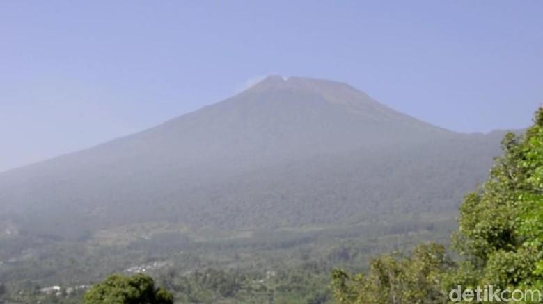 Gunung Slamet dari kejauhan (Robby Bernardi/detikcom)
