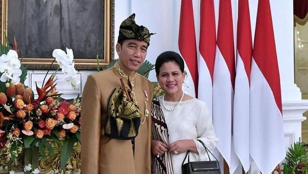 Unggah Foto Pakai Baju Adat di Instagram, Kaki Jokowi Bikin Netizen Salfok