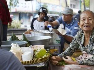 Berusia Hampir 100 Tahun, Para Penjual Makanan Ini Tetap Semangat Lestarikan Kuliner Indonesia