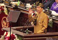 Busana Sasak yang Dikenakan Jokowi Sarat Simbol, TGB Ungkap Maknanya