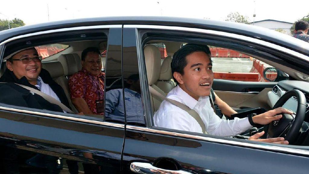 Tengku Zul Tarik Garis Lurus Beijing-Ibu Kota Baru, Kaesang Colek Jokowi