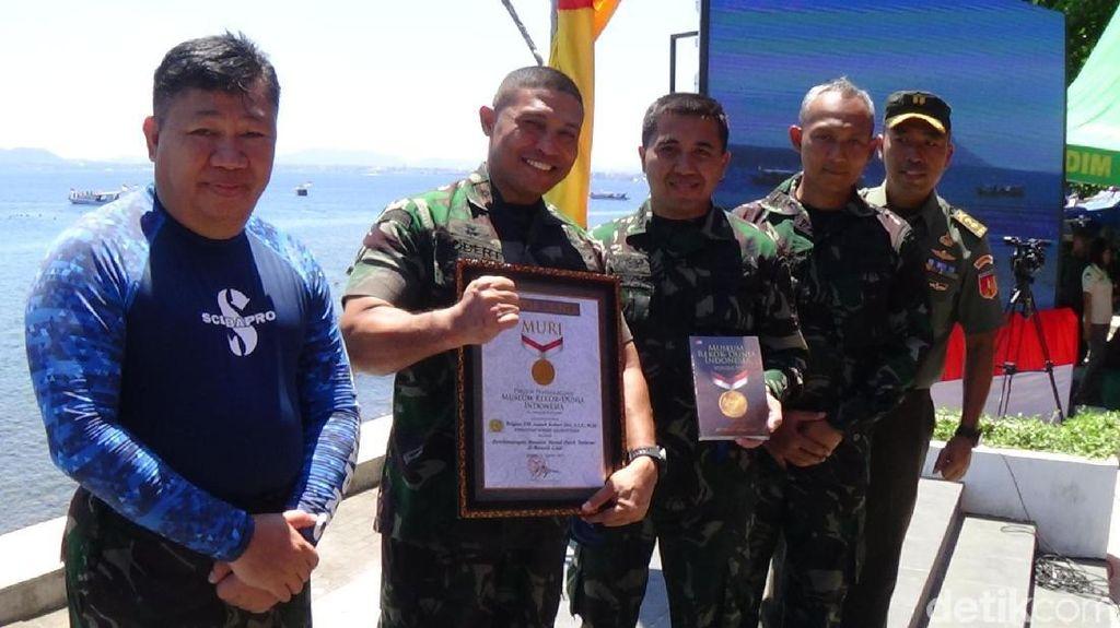 Bendera Merah Putih 3.000 M2 Berkibar di Bawah Laut Manado Sambut HUT RI